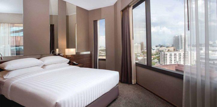 executive-suite-bedroom001-2