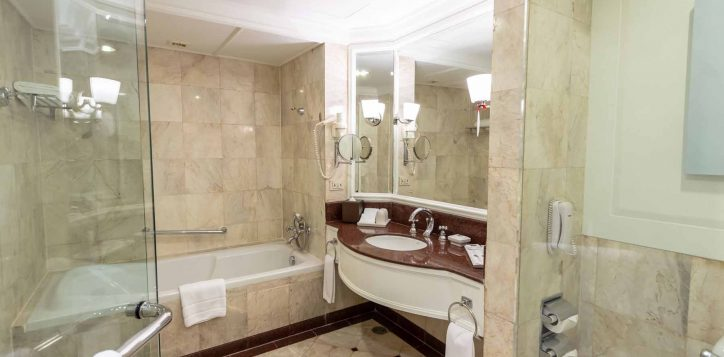 executive-suite-bedroom004-2