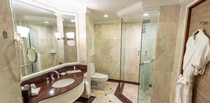 executive-suite-bedroom005-2