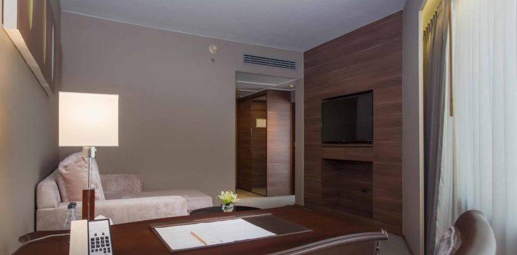 one-bedroom-suite002-2